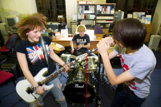 Engaging Teenagers through Songwriting